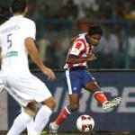 Biswajit-Saha-sends-a-Cross-ISL-Lets-Football